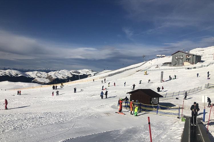 Full-day ski lessons in Sinaia